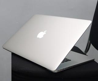 MacBook Pro Retina Core i7 15-inchi Mid 2012 Doube VGA Di Malang