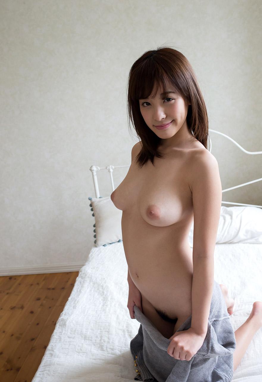 kana momonogi sexy topless pics 04