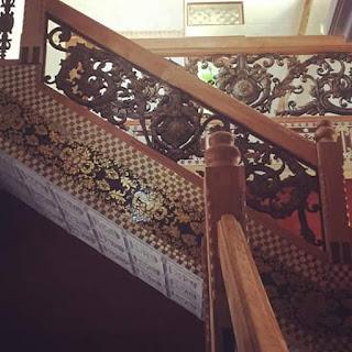 Spesialis Pembuatan Railing Tangga Besi Tempa klasik dengan ornamen Besi tempa Unik, serasi untuk rumah klasik Mewah