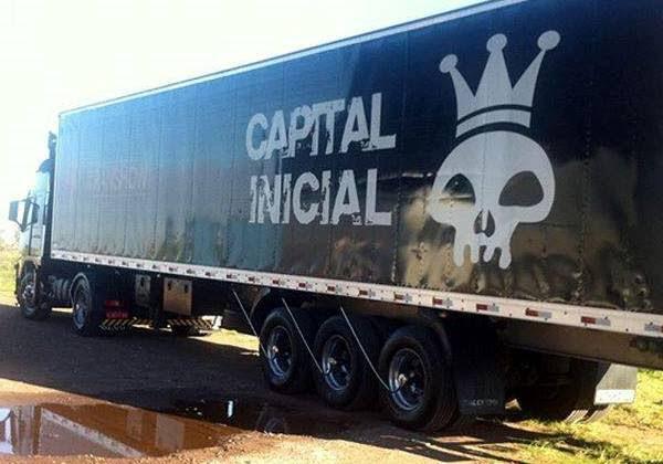 Ônibus da banda Capital Inicial é assaltado em meio a tiroteio (Foto: Divulgação)