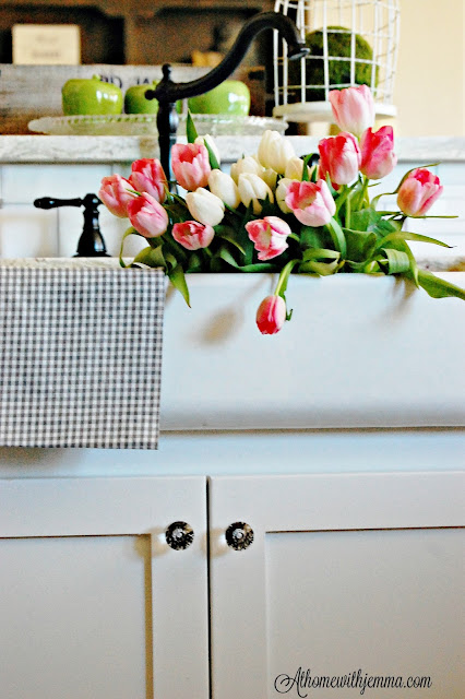 Farm house sink, flowers, Spring, decorating, styling a kitchen