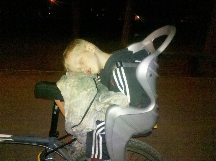 как возить ребенка в велокресле