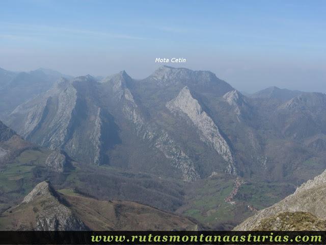 Vista de la Mota Cetín desde Pico Teyéu