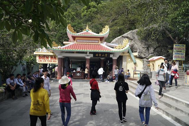 Có rất nhiều ngôi chùa khác ở trong khu vực núi Bà Đen