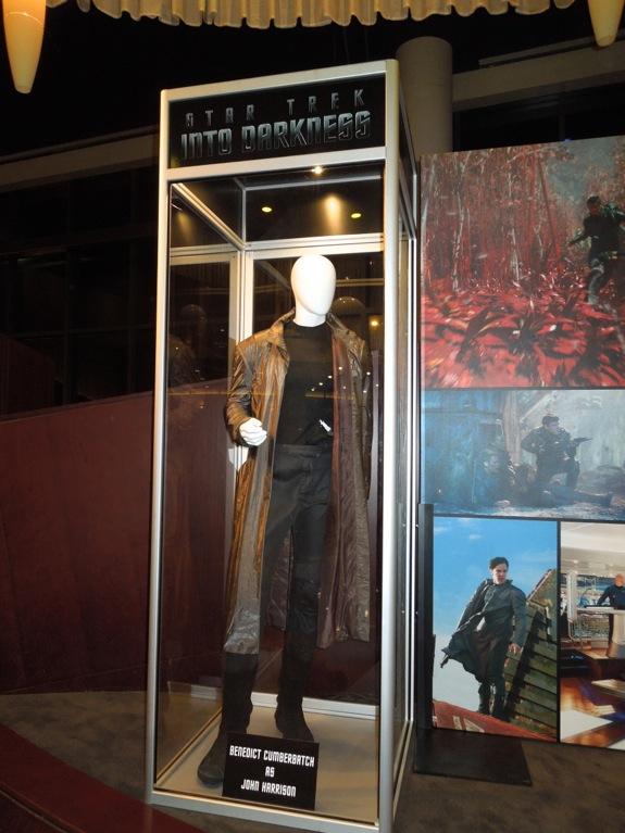 Benedict Cumberbatch John Harrison Star Trek Into Darkness costume & Hollywood Movie Costumes and Props: Star Trek Into Darkness costumes ...