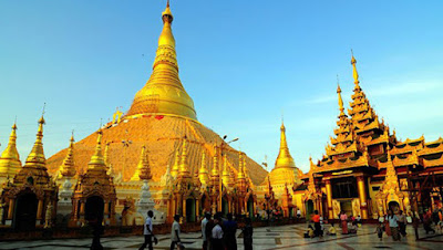 Sejarah Negara Myanmar     Asal-usul etnis Myanmar modern ( dikenal secara historis sebagai Burma ) adalah campuran Indo Arya, yang mulai mendorong ke daerah sekitar 700 SM, dan Mongolia penjajah di bawah Kubilai Khan yang merambah wilayah di abad ke-13. Anawrahta (1044-1077) adalah pemersatu besar pertama dari Myanmar. Pada 1612, British East India Company mengirim agen ke Burma, tetapi Burma tabah menolak upaya Inggris, Belanda, dan pedagang Portugis untuk mendirikan pos di sepanjang Teluk Benggala. Melalui Perang Anglo – Burma pada 1824-1826 dan dua perang berikutnya, British East India Company diperluas ke seluruh Burma. Pada tahun 1886, Burma dianeksasi ke India, kemudian menjadi koloni terpisah pada tahun 1937.  Republik Persatuan Myanmar adalah Negara seluas 680 ribu km² ini telah diperintah oleh pemerintahan militer sejak kudeta tahun 1988. Negara ini adalah negara berkembang dan memiliki populasi lebih dari 50 juta jiwa. Ibu kota negara ini sebelumnya terletak di Yangon sebelum dipindahkan oleh pemerintahan junta militer ke Naypyidaw pada tanggal 7 November 2005. Pada 1988, terjadi gelombang demonstrasi besar menentang pemerintahan junta militer. Gelombang demonstrasi ini berakhir dengan tindak kekerasan yang dilakukan tentara terhadap para demonstran. Lebih dari 3000 orang terbunuh. Pada pemilu