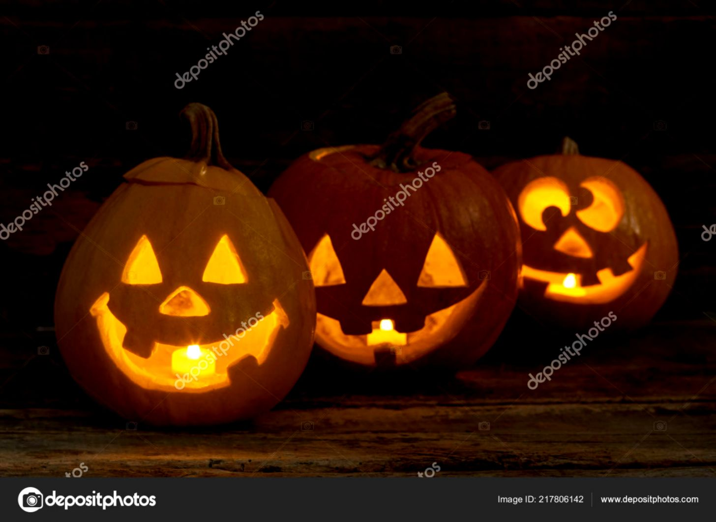 Funny Halloween pumpkins with burning candles — Stock Photo
