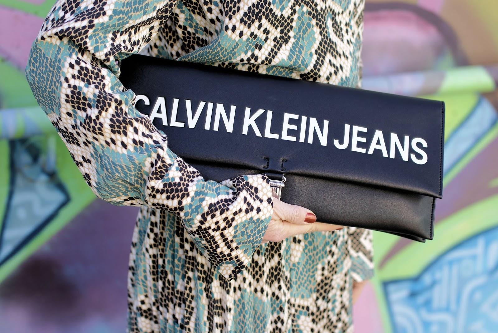 Clavin Klein maxi clutch on Fashion and Cookies fashion blog, fashion blogger style