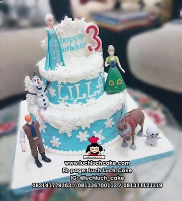 Kue Ulang Tahun Fondant Tingkat Tema Frozen