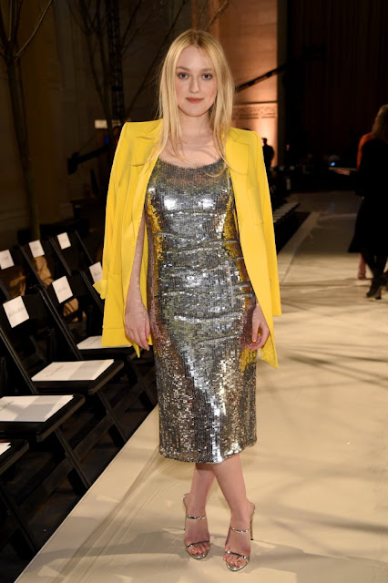 Look do Dia: Dakota Fanning, toda fashionista, de blazer colorido