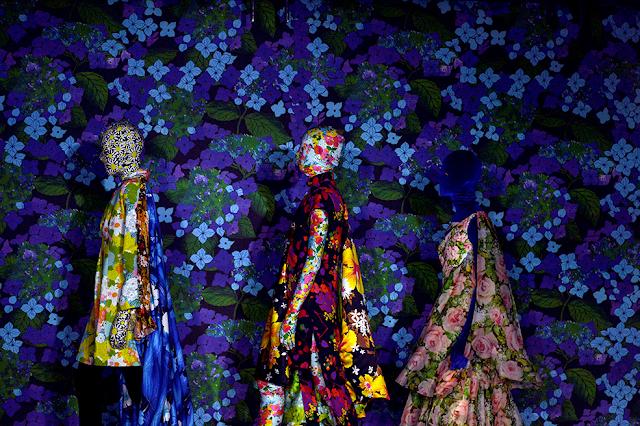Моделі готуються до показу колекції одягу Річарда Куінна