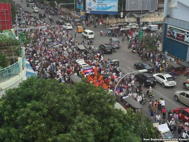 A procession of Kem Lei's body on Preah Monivong Blvd in Phnom Penh in July 10th, 2016.