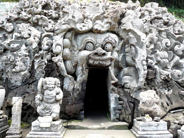 entrada a goa gajah cueva elefante