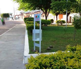Lixeiras ecológicas em Itaetê