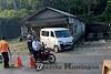 Tertabrak Mobil, Sepeda Motor Hancur Berantakan Dan Pengendara Terpental 10 Meter (2)