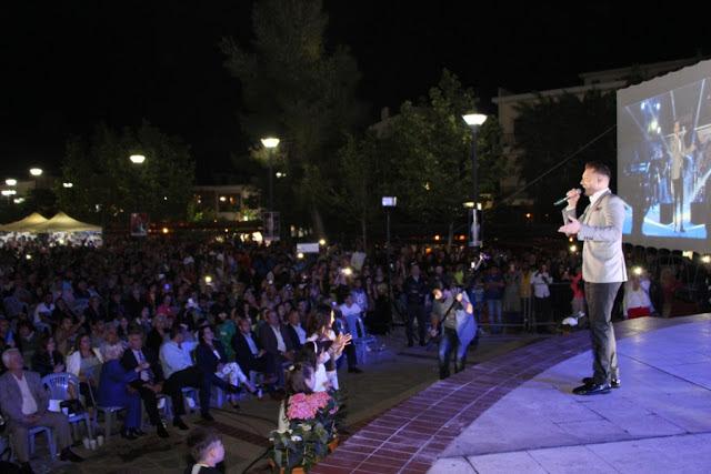 Ο Χρήστος Μενιδιάτης βούλιαξε την Κεντρική Πλατεία των Άνω Λιοσίων