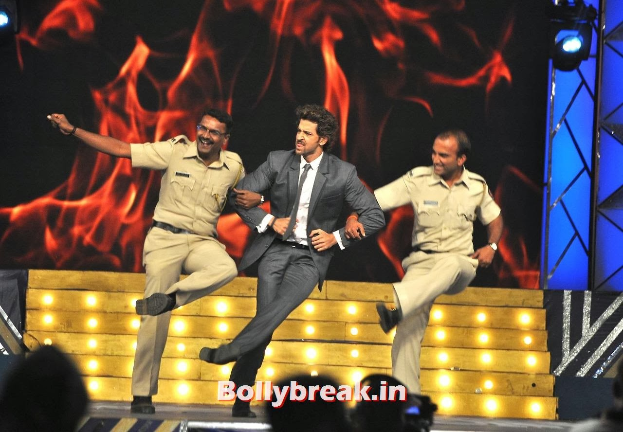 Hrithik Roshan, Bollywood Stars performing on stage at Police Umang 2014 - HD Pics