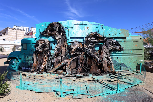 In recent years Bordalo II has always been present on our pages, we all know him for his towering 3D murals painted on the streets of Lisbon and many other cities in the world. We reached the Portuguese artist for a nice chat about the way he transforms found trash in giant beautiful animals, giving new life through recycling. Take a break and enjoy this exclusive interview.