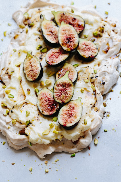 close up picture of pavlova with figs