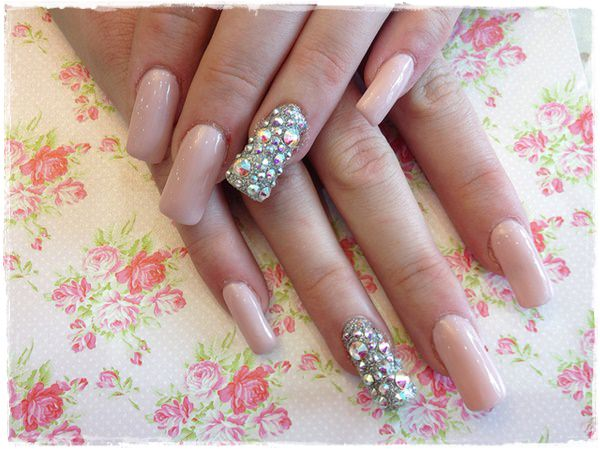 latest-gorgeous-wedding-fake-nail-art-designs-for-bride-9