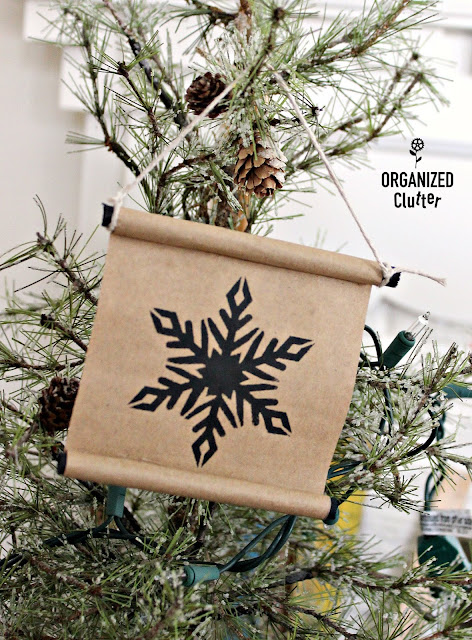 Easy DIY Brown Paper Scroll Christmas Tree Ornaments #kraftpaper #crafting #stencil #Christmas #JoannFabric #scroll #brownpaper #treeornaments