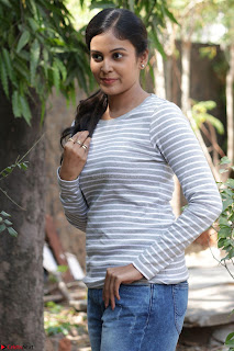 Actress Chandini in ed Tight Top at Ennodu Yilayadu tamil movie press meet ~  08.jpg