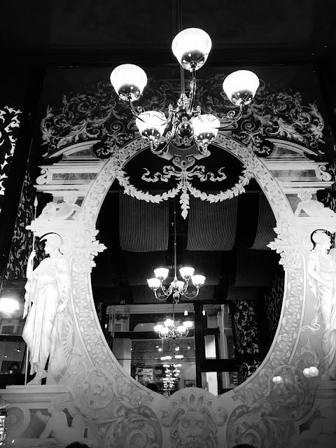 Melbourne, Hopetoun Tea Rooms, mirror