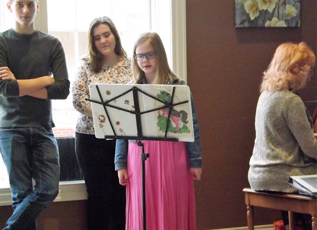 Metamora Herald kids singing