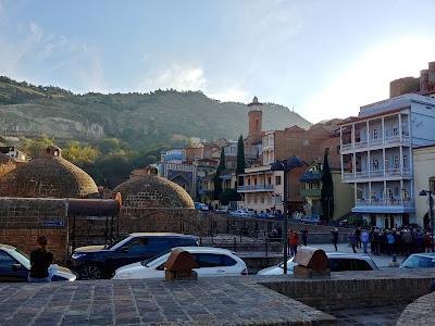 Wizyta w publicznych łaźniach siarkowych w Tbilisi