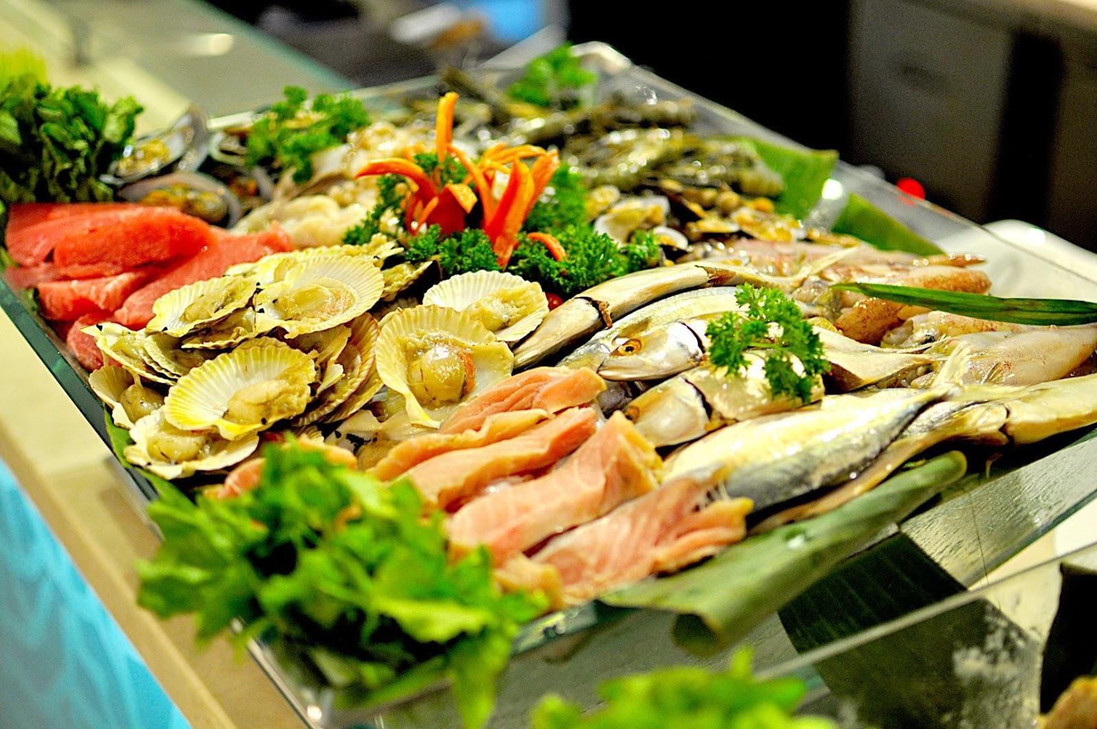 Các quán hải sản ở khu Bờ Kè thì sang chảnh đẹp nhưng đắt lòi mắt nên các gia đình nên tránh