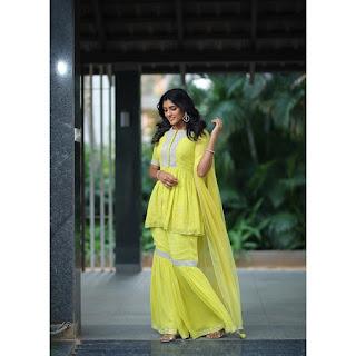 Actress Eesha Rebba Latest Beautiful Pics