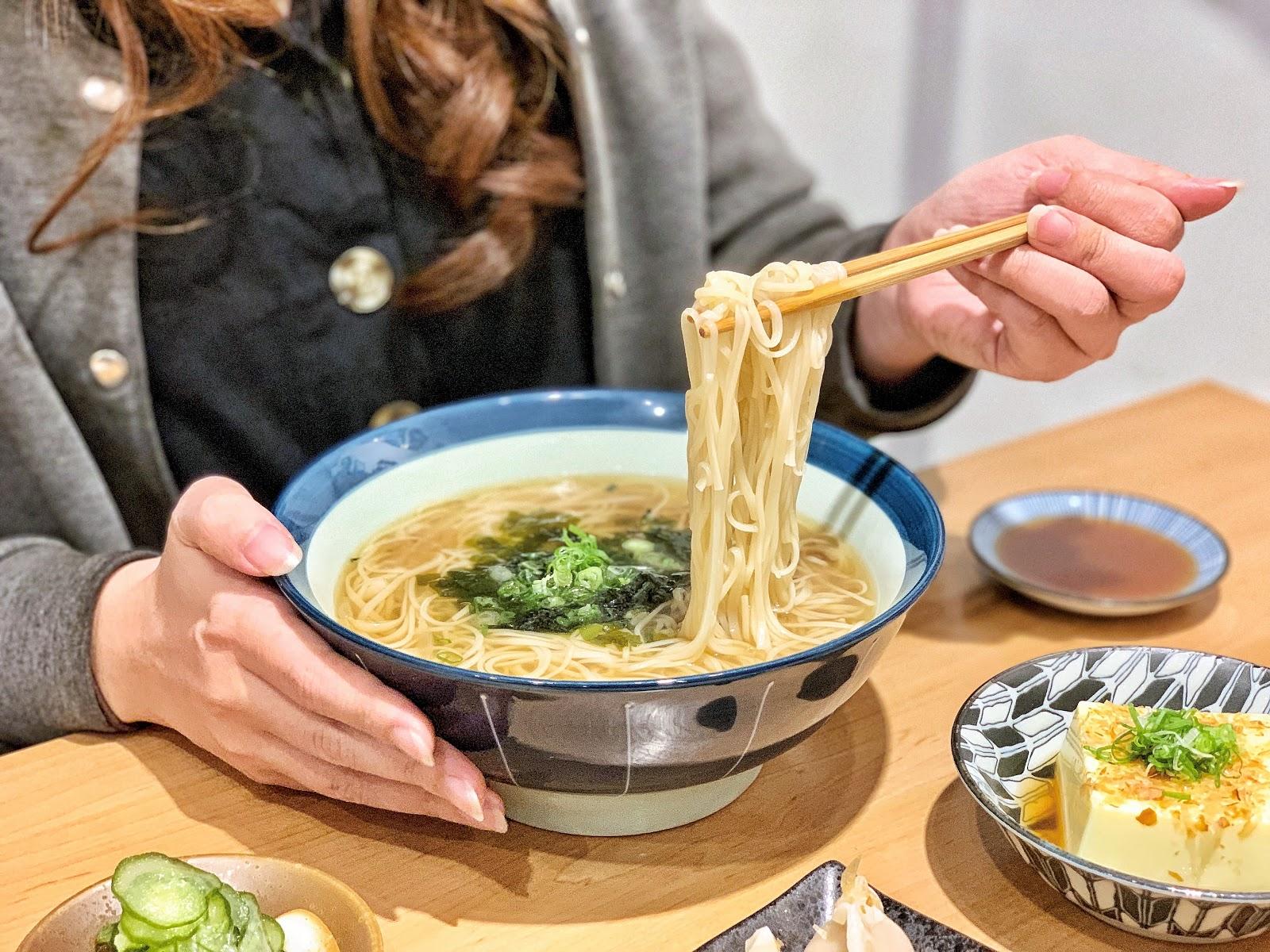 台南南區美食【胡攪蝦餃 金華店】柴魚湯麵