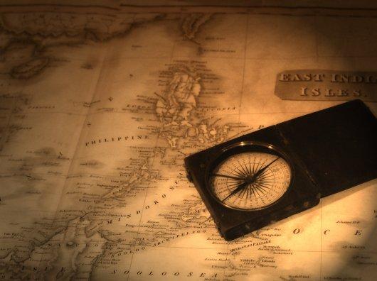 Mapa antigo com bússola.