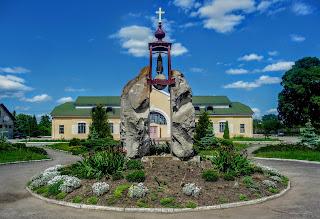 Галич. Привокзальна площа. Пам'ятник жертвам сталінського режиму