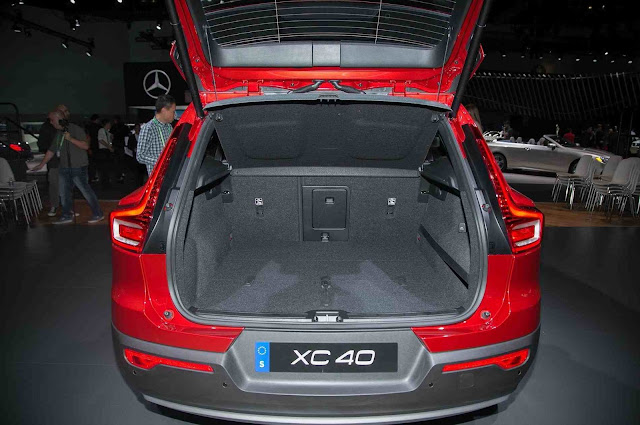 2019 Volvo XC40 boot space hd image