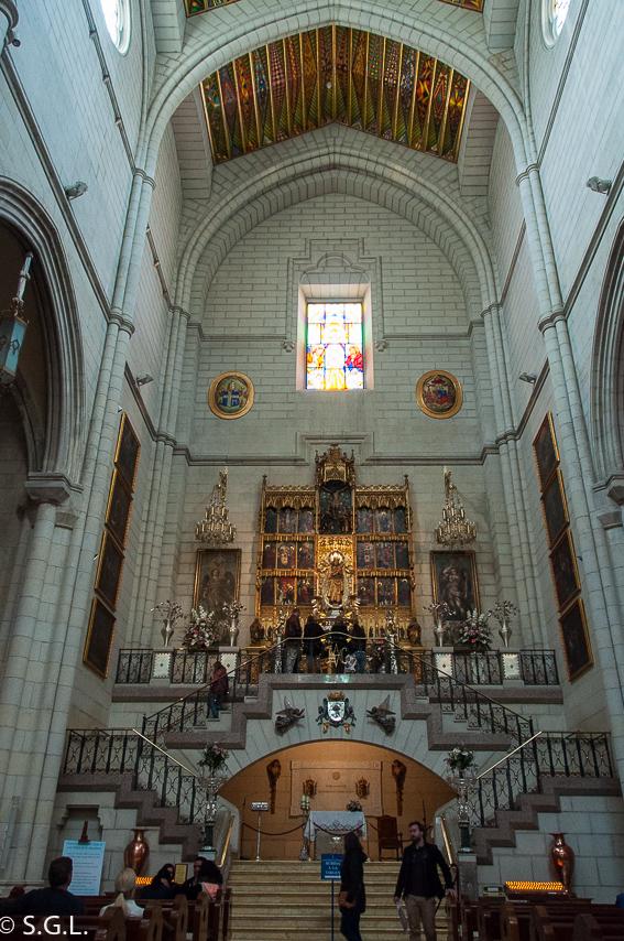 Virgen de la Almudena. Ruta lowcost por Madrid