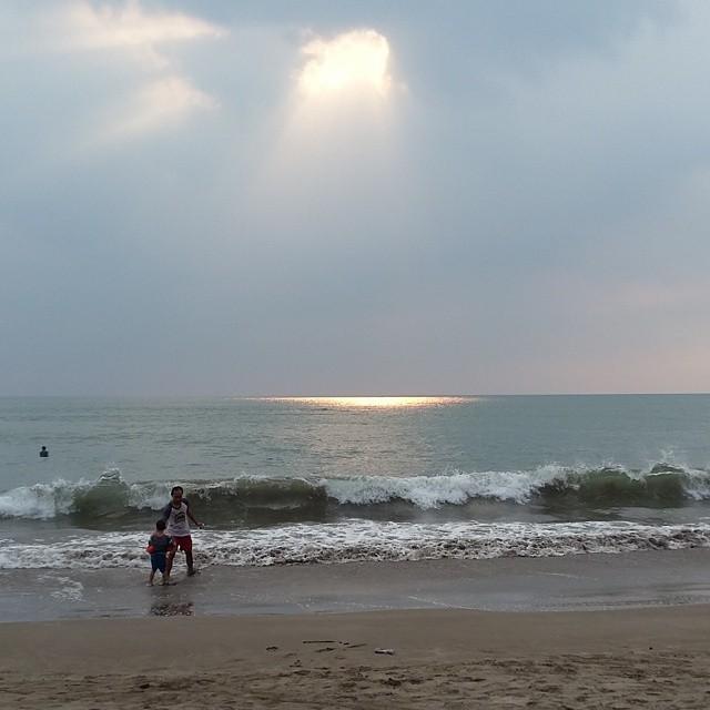 foto sore hari di pantai jambu anyer