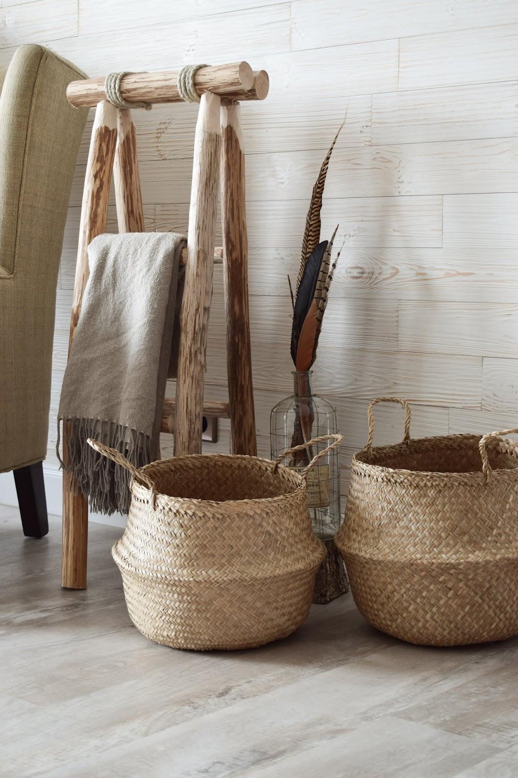 Holzleiter Deko Dekoidee Wohnzimmer Interior natürlich dekorieren Dekotipp Holzdeko Landhausdeko Landhausstil Landhaus Wandwood