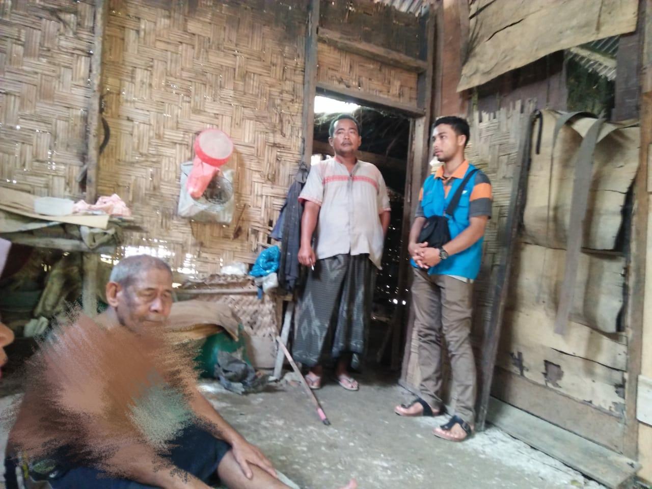 Derita kakek buta hidup bersama Istri yang sudah bungkuk di gubuk reyok, Aceh Utara