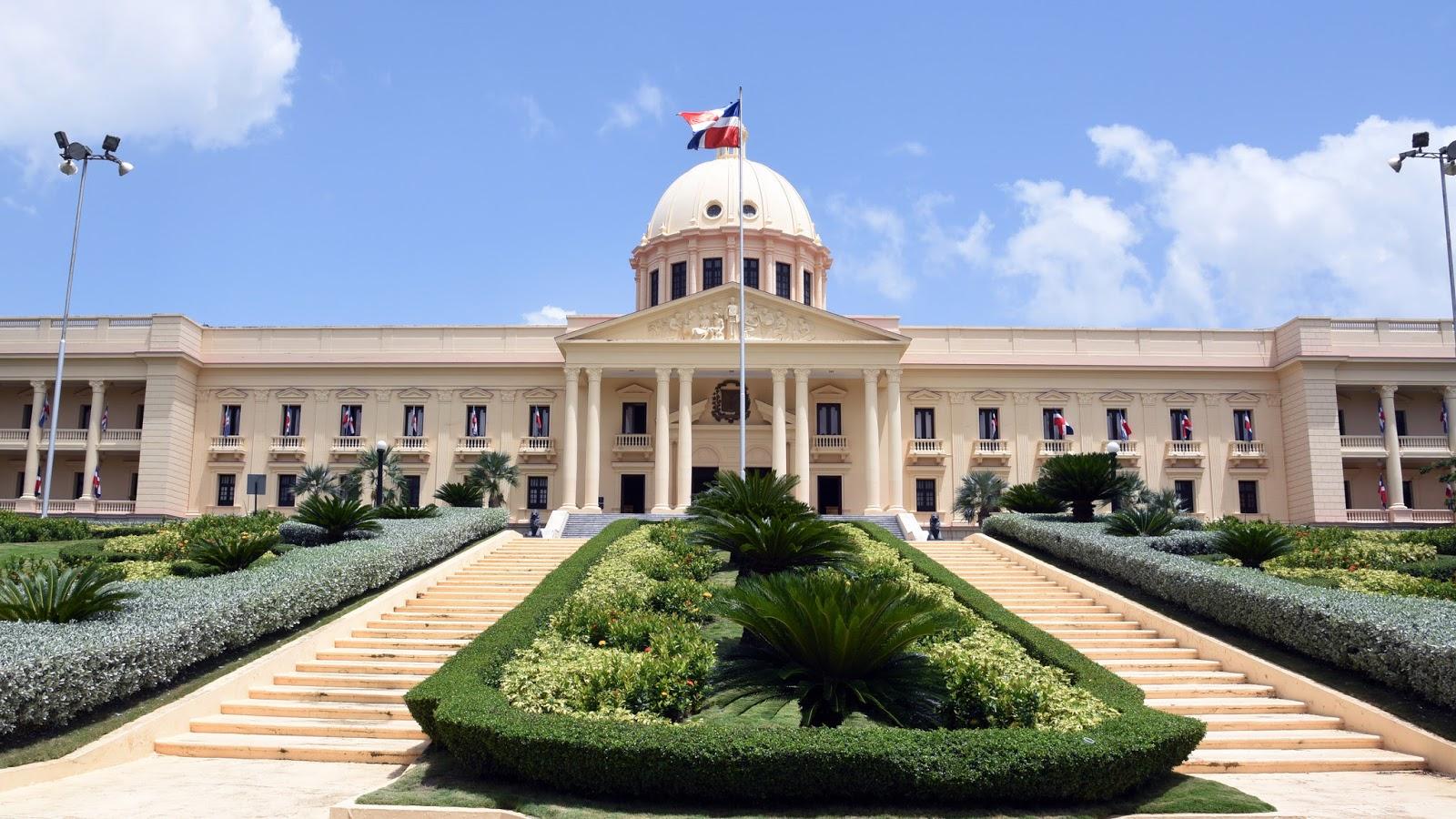 Danilo Medina designa a Manuel Alejandro Grullón como presidente de la Junta Directiva del Plan Sierra