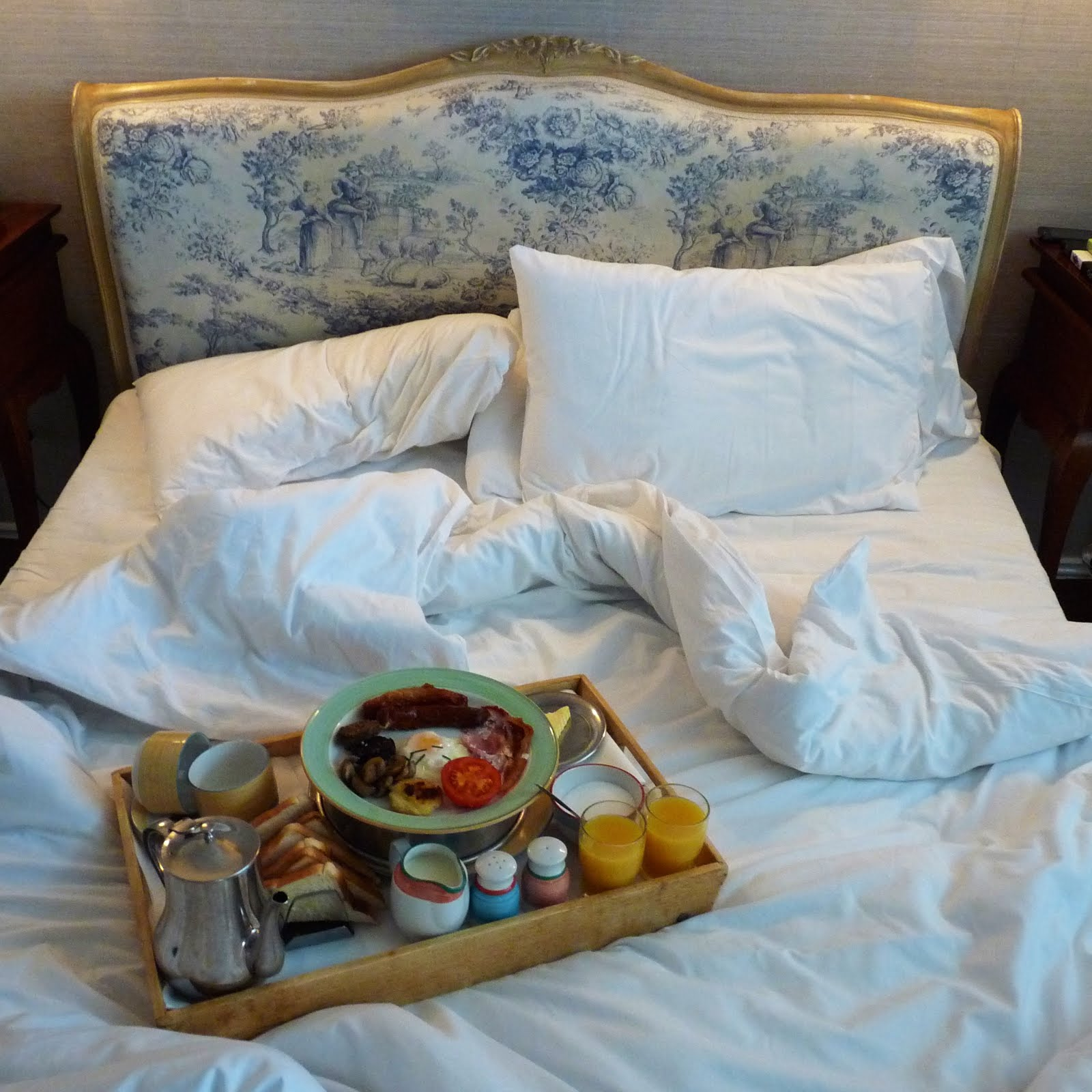 Ravacholle Lifestyle Blog | 36 Hours in Dublin: breakfast in bed in our cute hotel