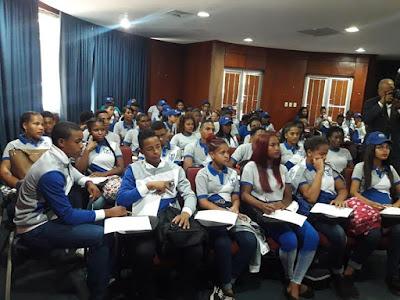 Colegio Dominicano de Periodistas recibe estudiantes de liceo profesora Ana Ilda Pérez Rivas