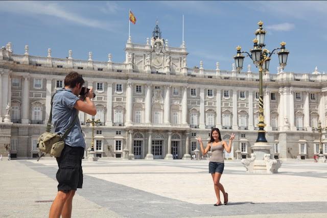 El gasto de los turistas internacionales en España sube un 4,1% hasta marzo y las llegadas un 3,7%