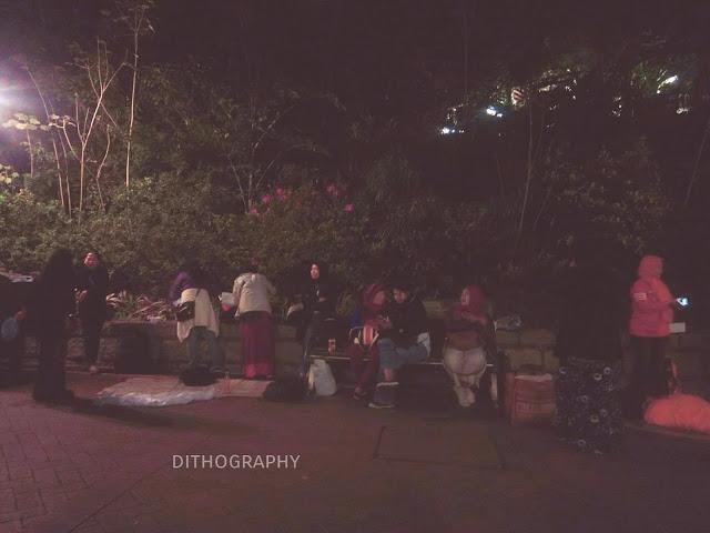 perkumpulan mbak-mbak TKW kala weekend sambil buka lapak di Kowloon Park