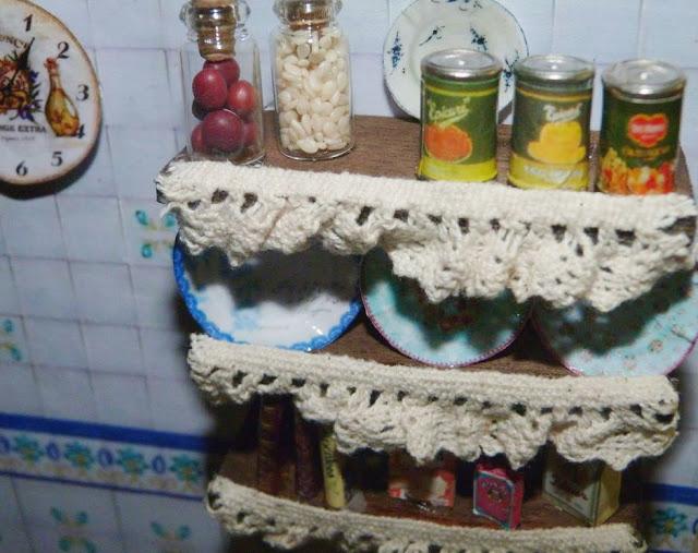 cuadro-cocina-miniatura-estantes