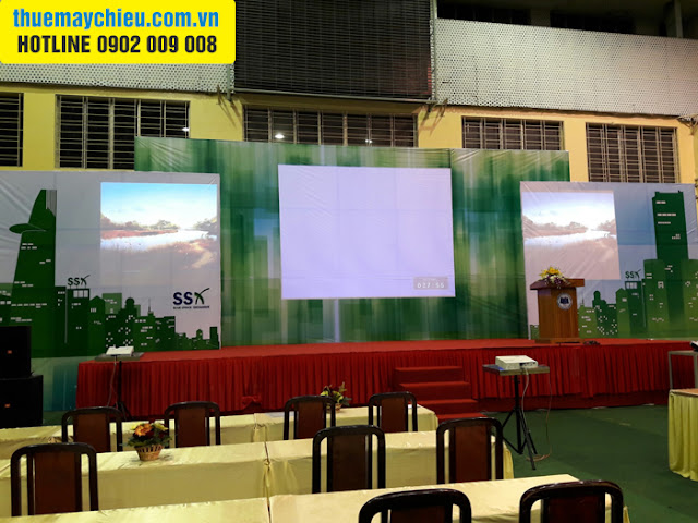 CLB Chứng khoán ĐH Kinh Tế TpHCM thuê máy chiếu tại VNPC