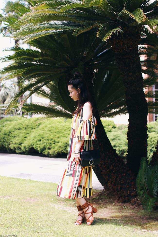 ファッションブロガー日本人、MizuhoK、今日のコーデ、SheInマルチカラーストライプオフショルダーワンピース、ブラウンレースアップサンダル、Light in the box_クロスボディバッグ、ハーフアップお団子、フープイヤリング、バングル、東南アジア気分コーデ