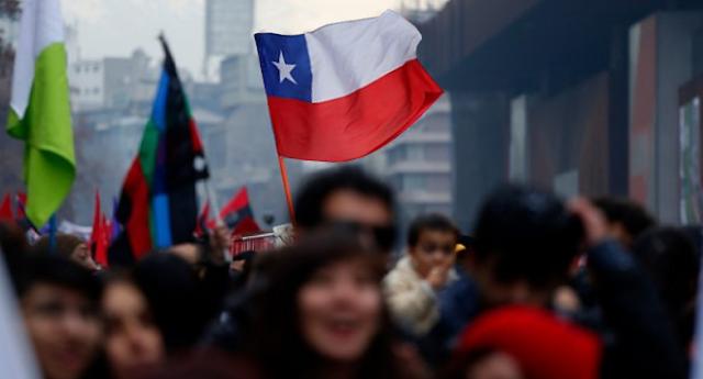 Estudiantes chilenos marchan contra reforma educativa
