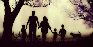 Μην πληγώνεις τους γονείς σου για να ευχαριστήσεις τον υπόλοιπο κόσμο…