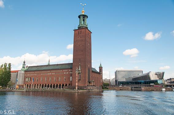 Ayuntamiento de Estocolmo desde el lago